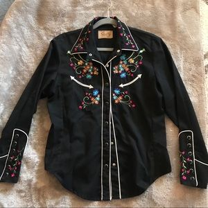 Gorgeous embroidered western shirt by Scully